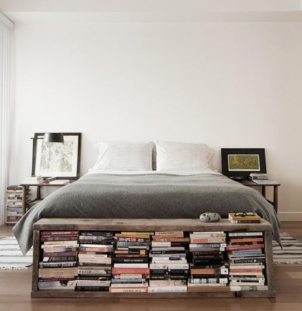 Penataan Rak Buku Lucu di Kamar Tidur yang Sederhana