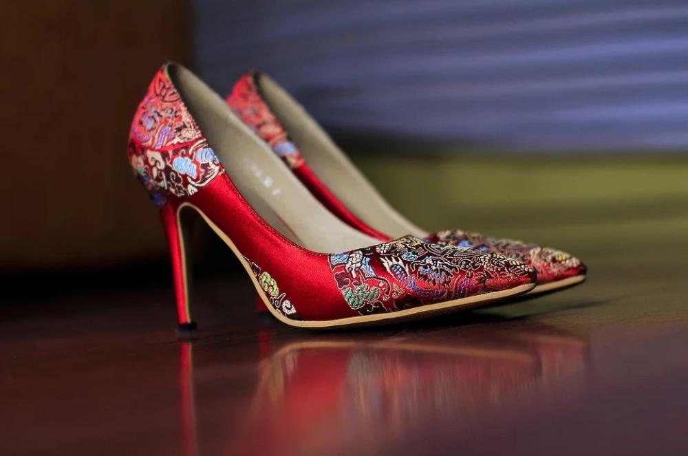Cara Pakai Sepatu Heels yang Benar